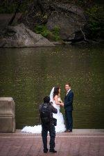 Jakim sposobem odpowiednio wybrać fotografa uroczystości ślubnych?