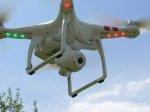 Fascynujący lot dronu, przepiękne filmy i fotografie gwarantuje niewielkie urządzenie DJI Phanton z prostą obsługą sterowania